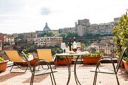 panoramic terrace of superior room Videoüberwachte GarageHotel in centro storico con parcheggio .