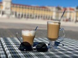 Une des plus grande place de Lisbonne