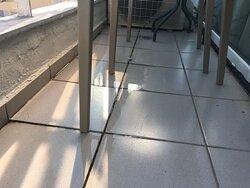 balcon de la chambre inondé par rejet de clim