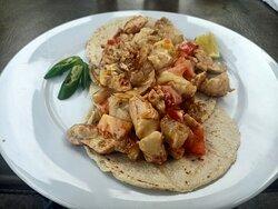 tacos .com puerto morelos main street cafe restaurant patio