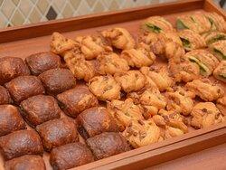 函館食が満載【函館朝食】焼き立てパン。 会場内に広がる香ばしいパンの香りは食欲をかきたてます。