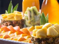 函館食が満載【函館朝食】デザート・フルーツ。 季節季節の旬の。フルーツ、 懐かしティラミスなども有。