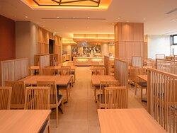 函館食が満載【函館朝食】朝食会場。 現在はコロナ感染対策の為席を減らし席の間隔を開け対応。
