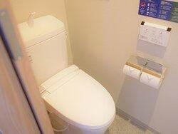 【トイレ】客室トイレはダブル以外はトイレ・バス別々の仕様。