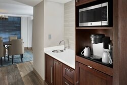 Vice Presidential Suite - Wet Bar