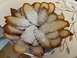Tutti i dolci a colazione escono caldi ogni mattina e sono fatti in casa con amore per tutti i nostri ospiti.