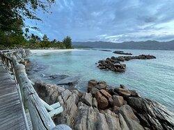 Le club med Seychelles …. Luxe , services raffinés et situation exceptionnelle dans une île privative luxuriante bordée de plages sublimes de sable blanc. Ce club accueille les familles mais permet de se ressourcer au calme grâce aux multiples endroits zen. A découvrir absolument !