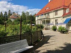 Wij trädgårdar - rose garden and the restaurant