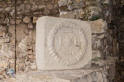 Savignano Irpino - sala interna al Castello Guevara - stemma nobiliare dei signori. Guevara