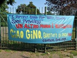 Uno striscione per Gino Strada