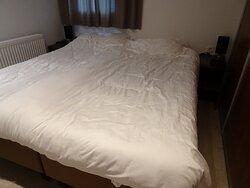 """zeer ruime"" slaapkamer"