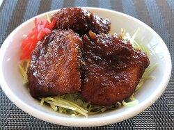 長野の南信地方で有名なカツをタレにくぐらせた丼ぶり「タレカツ丼」をJALシティ長野アレンジでご提供。