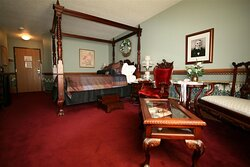 Victorian Theme Governor Dodge Queen room