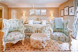 Summer Lodge Suite Room