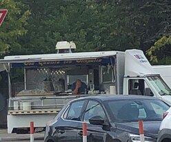 """Il  """" PORCHETTARO """" :  Camioncino 🚛 attrezzato a Negozio di vendita dei ………  """" Panini con dentro fettine di Porchetta """" !! Lo si trova sempre nelle Sagre e Mercati rionali …."""
