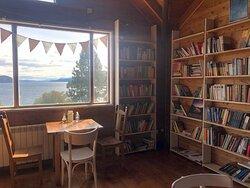 Libros, vistas y cafe