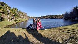 Uma das margens do lago