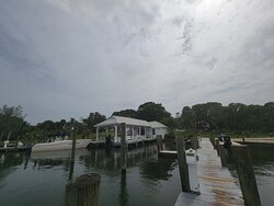 It's always a blast coming to cabbage key! Chris the bartender inside was awesome! Made amazing drinks, quick service, and hung my dollar bills up! Dave was also awesome as a dock hand. Quick to respond and direct you to the correct dock spot!