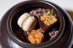 Petit Four: Yakgwa | Bonbon au Chocolat | Perilla Macaron