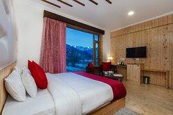 Hotel Evoque Manali Family Suite Room