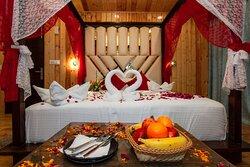 Hotel Evoque Manali Honeymoon Suite Room