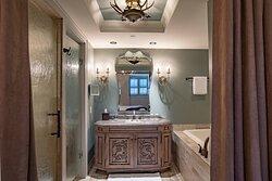 One-Bedroom Suite Bathroom - Bathtub