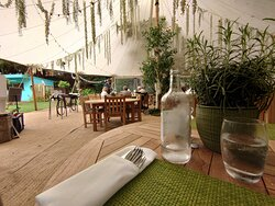 """""""On the Lawn"""" restaurant"""