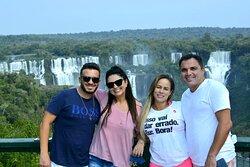 Agradecimento a esses dois casais de Belo Horizonte MG visitando Foz do Iguaçu em suas férias e nos dá  @passeio_tur dando todo o suporte nos passeios com veículos exclusivos só para eles .