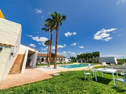 Sabes que puedes venir a disfrutar de nuestro chill out con piscina?? Relájate y disfruta de un oasis entre Chiclana y Conil