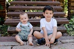 Roupas para Meninos Camiseta Off-white e Bermuda Camuflada Jardineira Infantil Camuflada e Body Branco