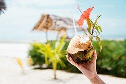 Provate tutti i loro cocktail, soprattutto quelli preparati dalle noci di cocco fresche!