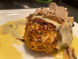 Thunfischcarpaccio mit Limettenkaviar und Mojitoeis - Rinderfilet mit Pistazienkruste und frischem Trüffel
