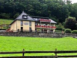 Wat een mooie woningen Andreas en Stefanie . En wat een prachtig stuk natuur in Eifel !