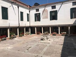 A walking tour tour of the scuola and the history of Venice from the perspective of the general population.