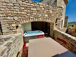 Terrasse Suite Junior Luxe LE PONT DES SOUPIRS et son Jacuzzi privatif