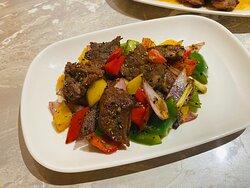 拍蒜黑椒炒牛柳粒 Diced Beef Tenderloin with Garlic and Black Pepper ($78)