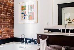 Executive Suite The Tiki Bathroom
