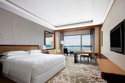 King Premium Lake View Guest Room
