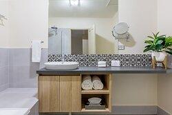 Bathroom - Shower/bath