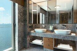 Izmir Marriott Junior Suite Bathroom