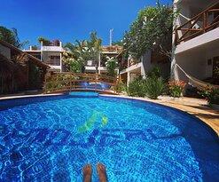 Vem se cercar dessa energia que o azul do céu e da piscina nos traz.  Pousada WindJeri - Praia de Jericoacoara 📧 pousada@windjeri.it 📞+55 88 99643-8669 💻 www.windjeri.it  #pousada #windjeri #jericoacoara #vemprajeri #hospedagem #jeri #windsurf