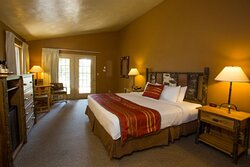Headwaters Lodge & Cabins
