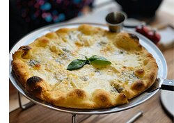 Capri Express Chalong Pizza Four Cheeses