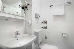 Bathroom Single room_TOP acora Hotel und Wohnen Karlsruhe