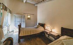 camera quadrupla composta da due camere indipendenti, una  matrimoniale e una con letti singoli