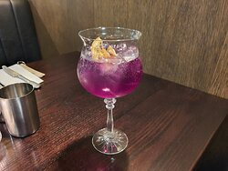Gin, Butterfly Pea Tea , Grapefruit Tonic - delicious !