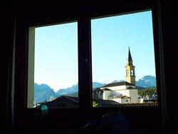 Vista dalla camera verso il centro e dietro le Alpi Carniche.