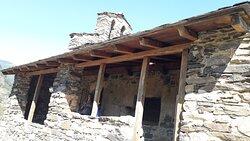 Iglesia San Serni de Nagol. Porche