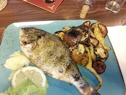 Fisch vom Holzkohlengrill