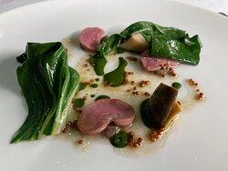 Rognone di coniglio, dragoncello, emulsione al basilico, bieta e semi di senape.
